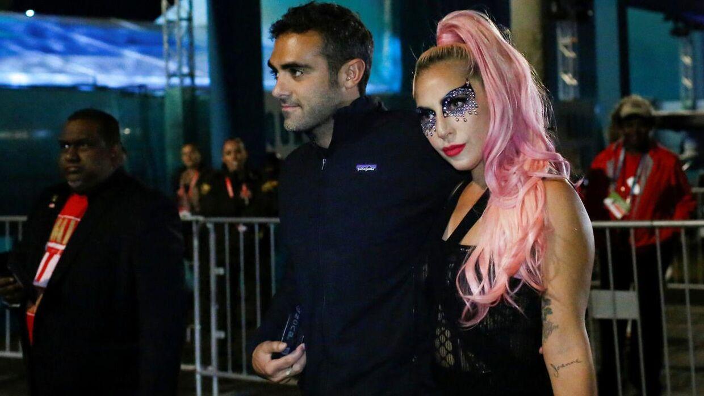 Lady Gaga med Michael Polansky efter Super Bowl-finalen.