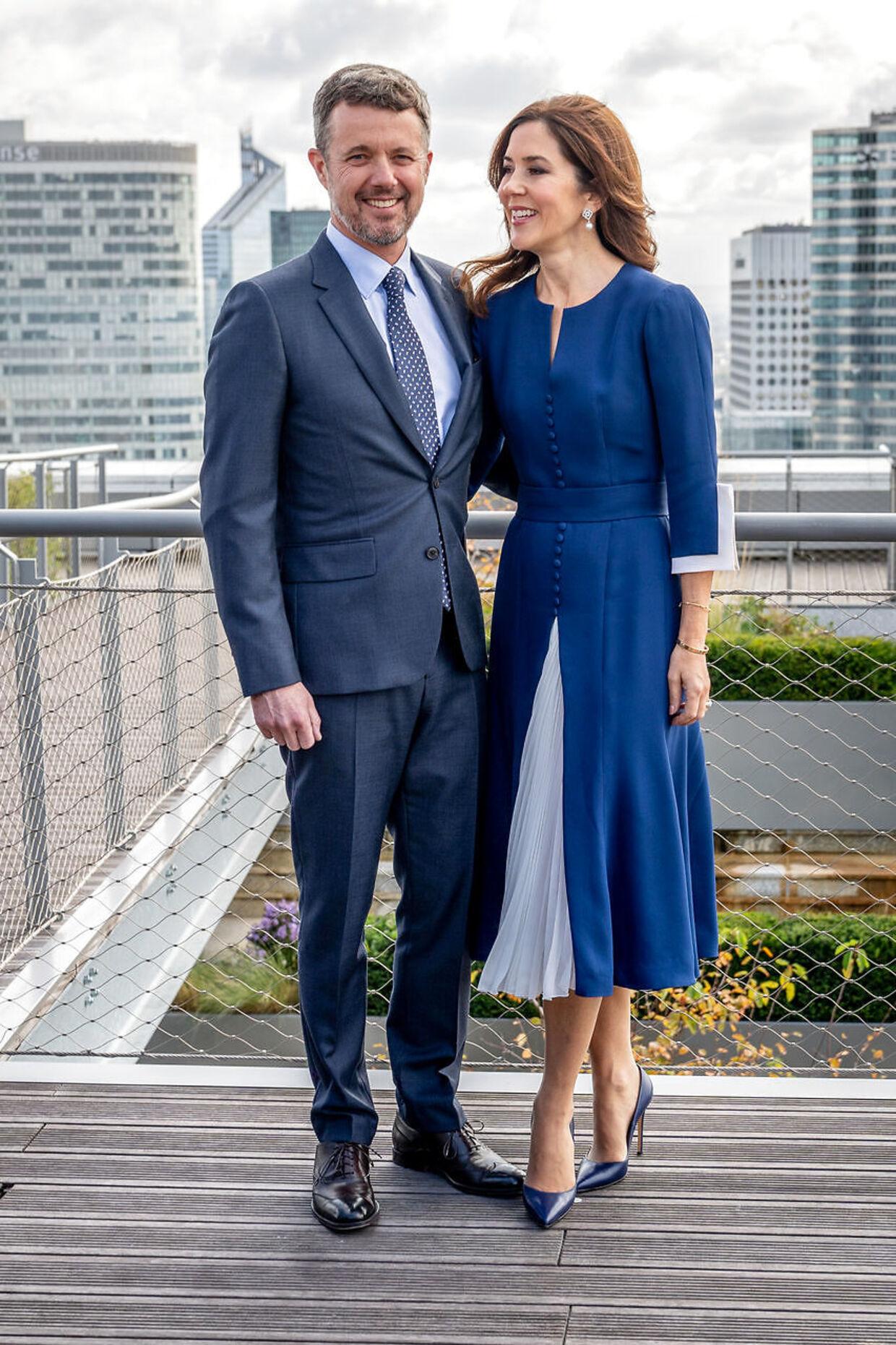Da parret i efteråret 2019 var på officielt besøg i Paris var den Kronprinsessen som altid et stilikon og en værdig repræsentant for Danmark.
