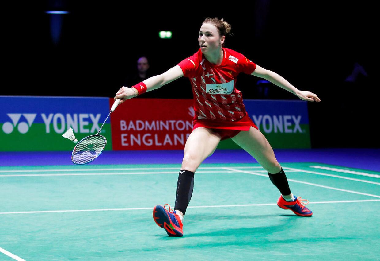 Line Kjærsfeldt i aktion på badmintonbanen.