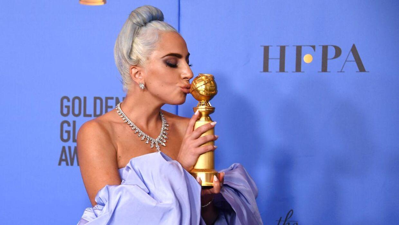 Lady Gaga med sin Golden Globe i 2019.