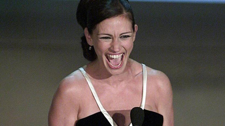 Efter Bruce Grayson ved at vælte Julia Roberts omkuld til Oscar-uddelingen I 2001, frygtede han, at han aldrig ville blive hyret til showet igen.