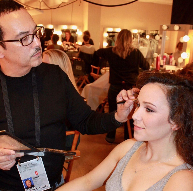 Bruce Grayson har et hold på op mod 40 af byens bedste makeupartister til at hjælpe sig, når Oscar-priserne skal uddeles. Her ses han under showet i 2019.