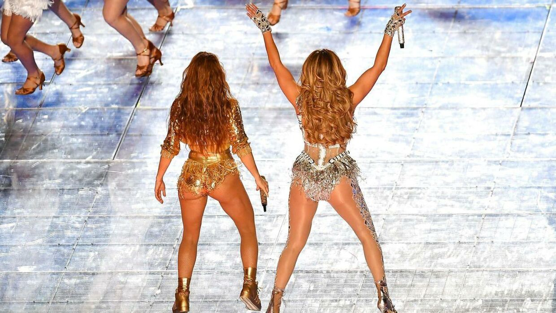 Shakira og Jennifer Lopez under årets show.