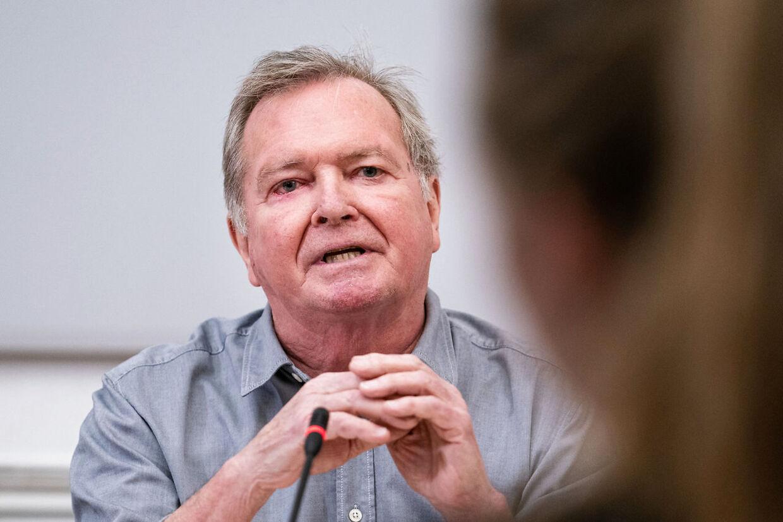 Statsrevisor Frank Aaen (EL) mener, at det er hån mod Tyskland, at departementschef Thomas Ahrenkiel nu skal være Danmarks ambassadør i Berlin.