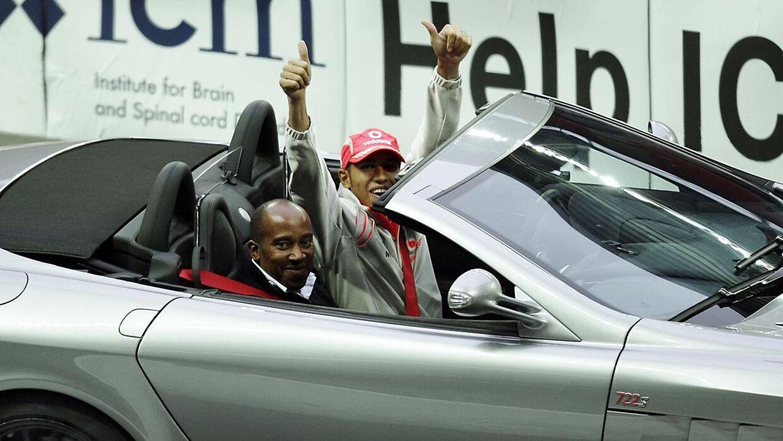 Lewis Hamilton med sin far tilbage i 2008.