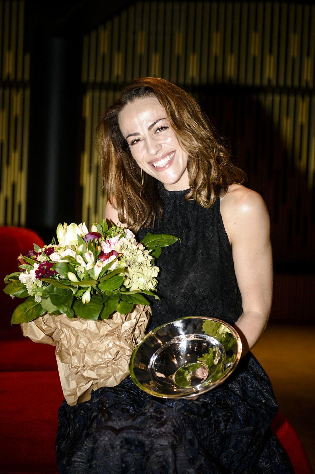 Skuespiller og sangerinde Maria Lucia Heiberg Rosenberg får overrakt Teaterpokalen som den første musicalskuespiller nogensinde torsdag d. 3. december 2015 på Folketeatret. (Foto: Simon Skipper/Scanpix 2015)