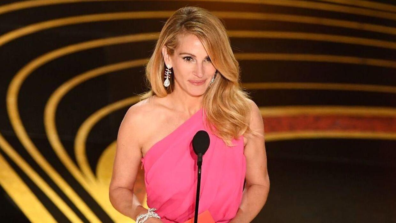 Julia Roberts uddelte prisen for årets bedste film i 2019.