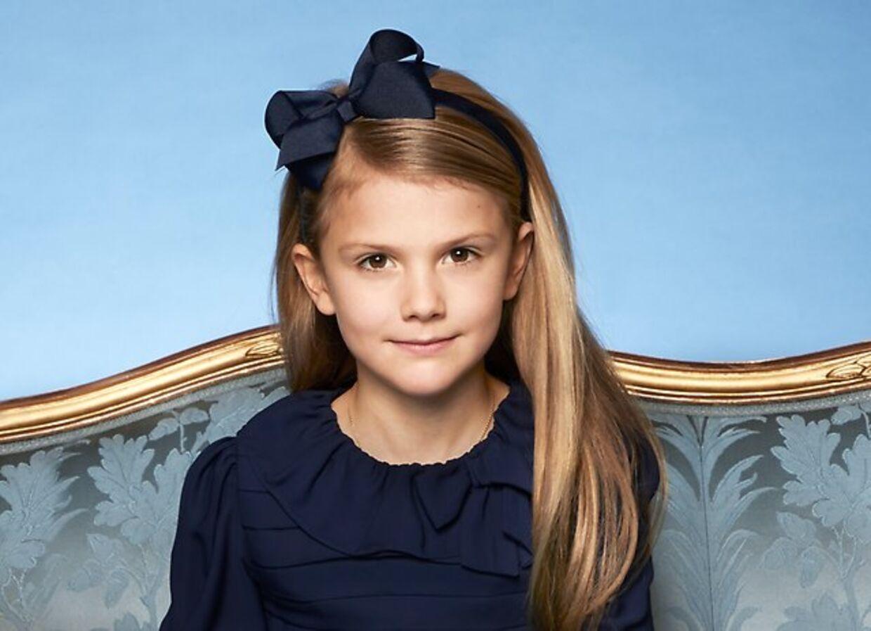 Prinsesse Estelle har fået taget et nyt portrætfoto.