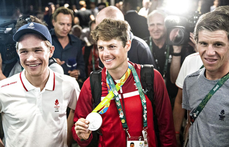 Christopher Juul-Jensen (tv.) med Jakob Fuglsang og Chris Anker Sørensen (th.) ved OL i Rio, hvor Fuglsang vandt sølv.