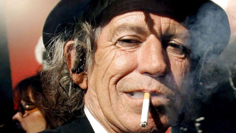 Keith Richards med en smøg i flaben.
