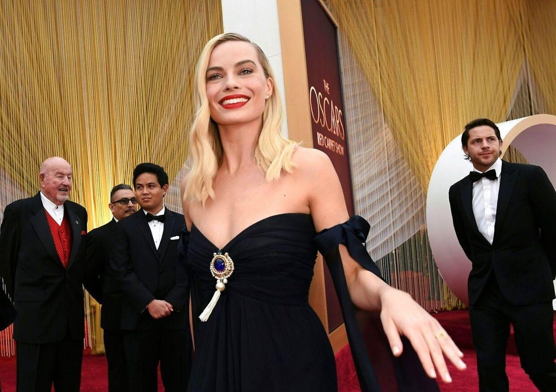 Margot Robbie ankommer til Oscar-showet søndag.
