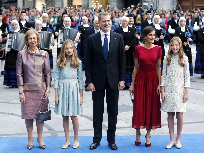 Den spanske kongefamilie sammen med kong Felipes mor, den tidligere dronning Sofia.