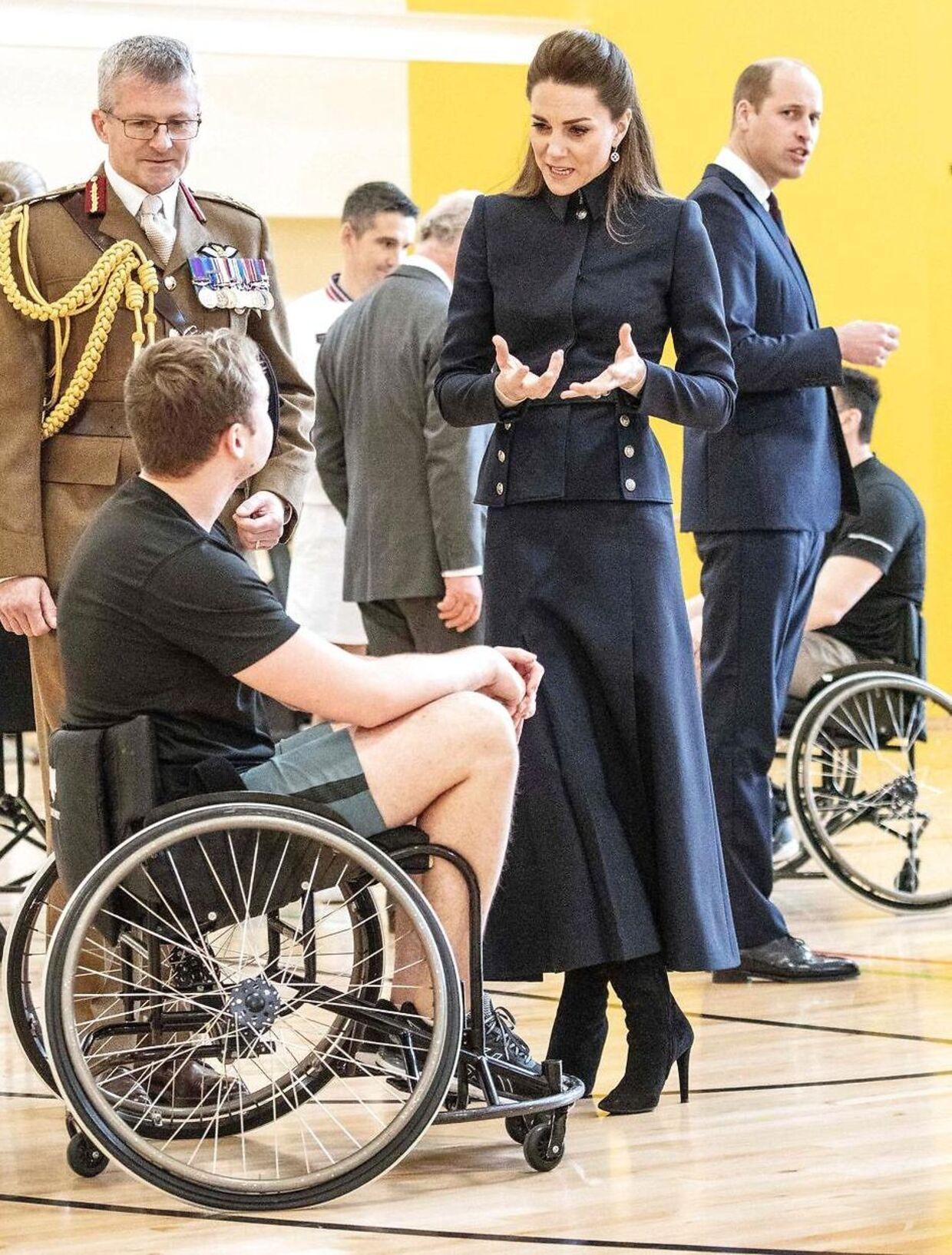 Hertuginde Kate hædrede tirsdag på diskret vis sin afdøde yndlingsdesigner Alexander McQueen ved at iføre sig denne kreation.