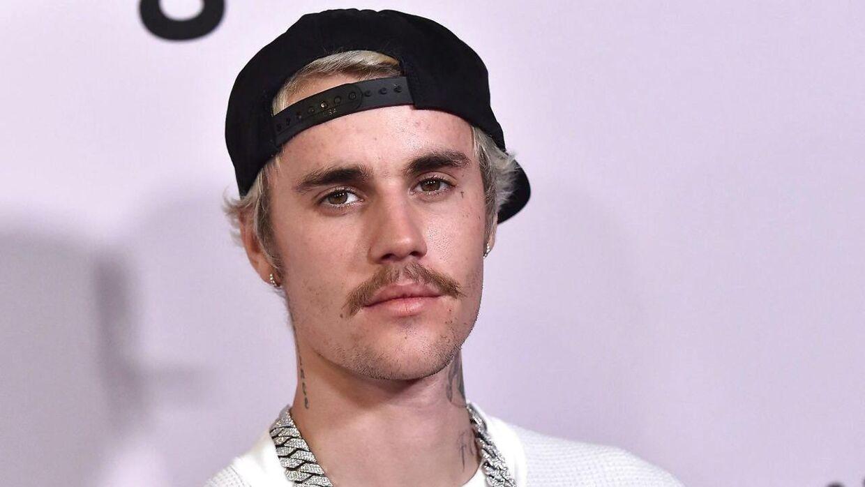Justin Bieber fortæller om sit ægteskab med Hailey Baldwin.