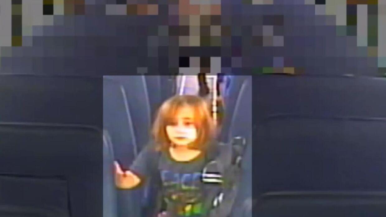 Overvågningsbilleder fra den skolebus, Faye Marie kørte med hjem, viser Faye Marie rejse sig fra sit sæde og gå frem i bussen til chaufføren for derefter at stige af bussen. De billeder offentliggjorde politiet tirsdag som et led i efterforskningen.