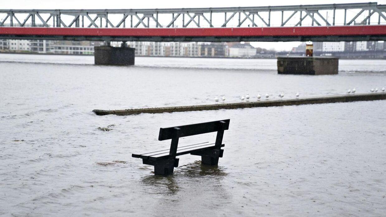 Oversvømmelser på havnen i Aalborg, tirsdag den 11. februar 2020. De sidste dages storm har skubbet vandet op i Limfjorden og i Aalborg er der på udsatte steder oversvømmeser.