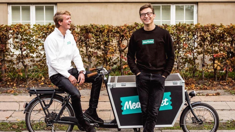 Alexander Chalmer og Peter Milla med en af deres leveringscykler.