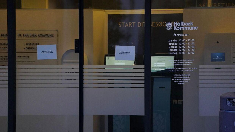 Politiet er tilstede hos Borgerservice på Holbæk Rådhus efter anmeldelse om mistænkelig kasse torsdag den 13. februar 2020.