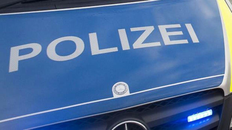 Mindst to personer er kommet til skade efter knivstik og skyderi i den tyske by Plochingen.