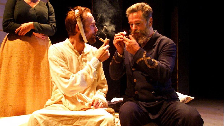 Det Danske Teaters opsætning af 'Postbudet fra Arles' med Lars Mikkelsen som Vincent Van Gogh og Søren Spanning som postbudet Roulin.