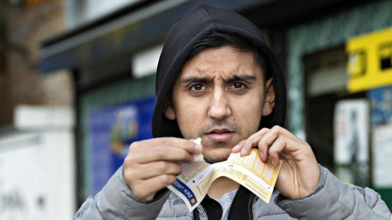 Adnan Mohammad har udelukket sig selv fra alt online-spil, og han er i behandling for ludomani.