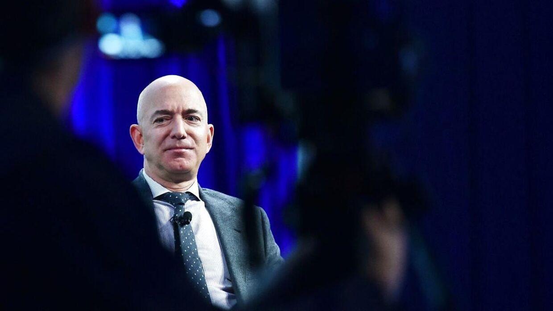 Jeff Bezos er verdens rigeste mand med en formue på 131 milliarder dollar, ifølge Forbes.