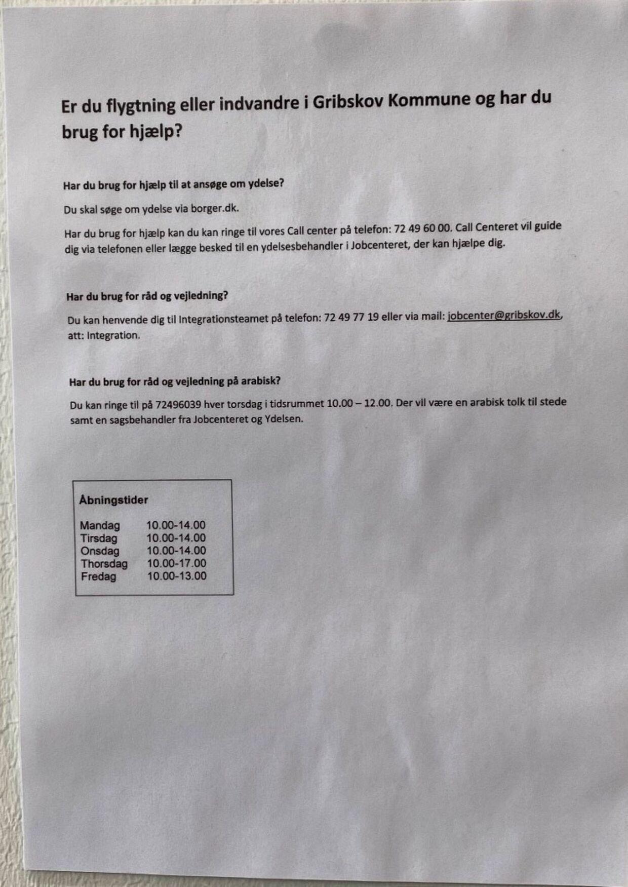 Her er den besked, der på et andet ark på væggen hos jobcenteret i Gribskob Kommune er oversat til arabisk. Foto: Privat