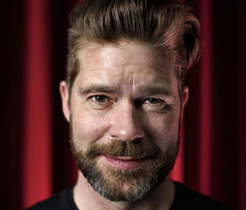 """Søren Rasted i sit studie hvor han optager """"Den grå side"""""""