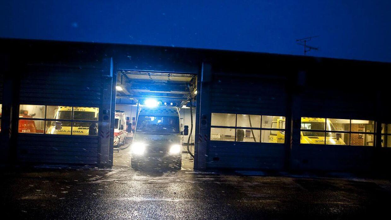 En soloulykke har kostet fire unge svenskere livet, efter de natten til søndag kørte frontalt ind i en bropille. Arkivfoto