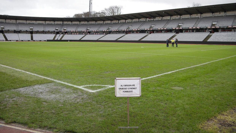 En 'sumpet' bane betød, at der ikke blev spillet fodbold i Aarhus søndag.