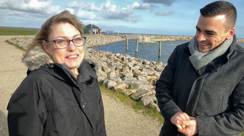 Janne møder sin redningsmand Søren tæt på Køge Strand. Foto: Mathias Røn Poulsen