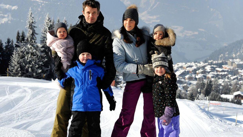 (Arkiv) Kronprinsfamilien på skiferie i Verbier, Schweiz i 2012.