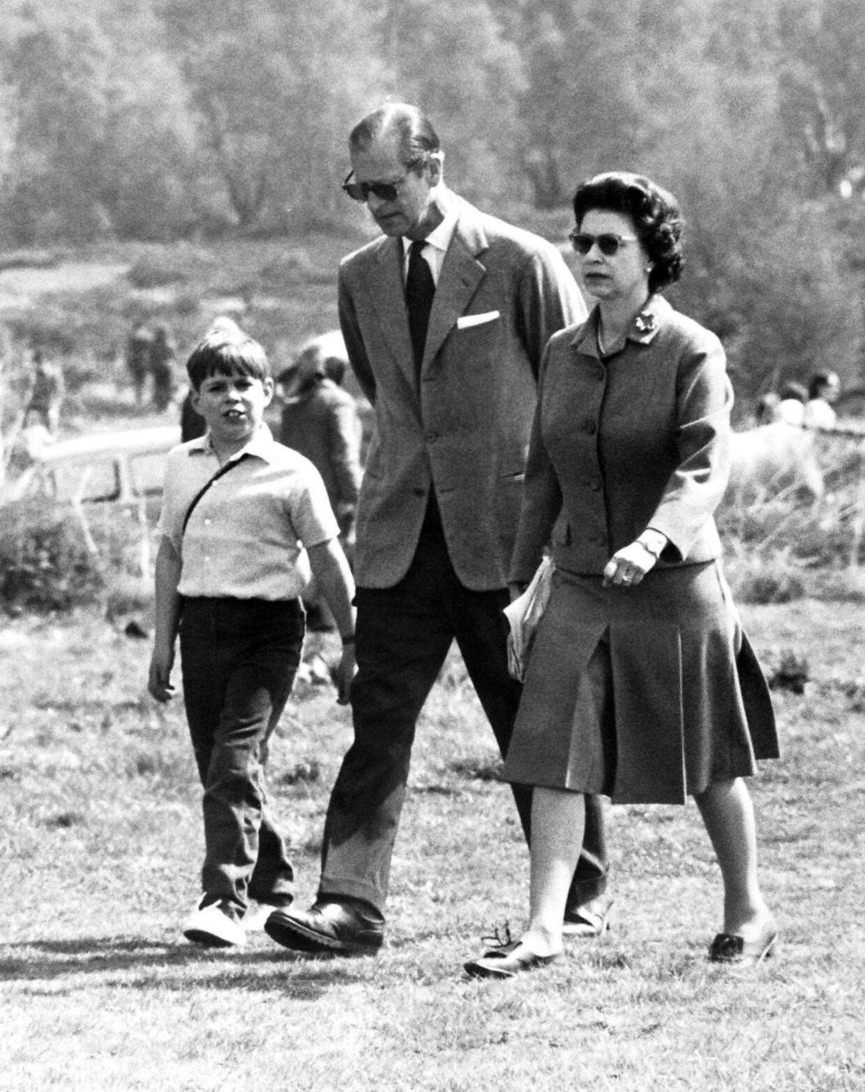 Ifølge britiske medier har prins Andrew været dronning Elizabeths yndlingssøn.