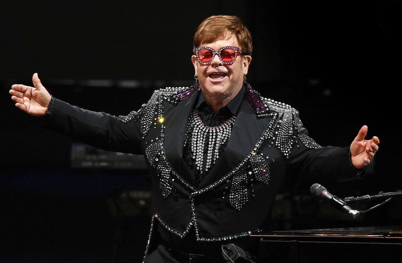 Elton John på scenen i Australien i december sidste år.