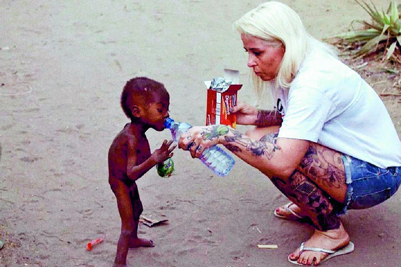 Billedet af Anja Lovén, der redder den nigerianske dreng Hope, gik verden over i 2016 og blev delt tusindvis af gange på Facebook og internationale medier. (arkivfoto) Privat/Free