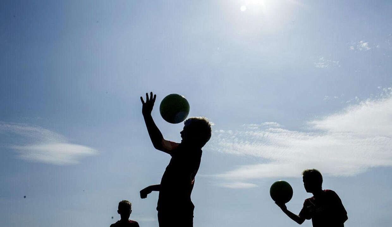 Hovedstød har en negativ, målbar effekt på boldspilleres tænkeevne i op til et døgn. Det peger et nyt amerikansk studie på.