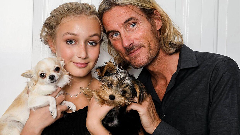 Særligt programmet 'Fars Pige', hvor man følger teenageren Alva, der får alt, hvad hun peger på af sin far, der er indehaver af tøjmærket Copenhagen Lux, har fået kritik fra flere kanter.