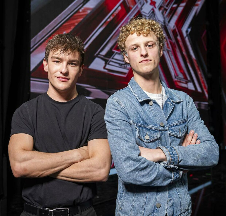 Magnus & Aksel består af 19-årige Magnus Lasse Petersen og den jævnaldrende Aksel Lillesø Skjoldaa Kempf.
