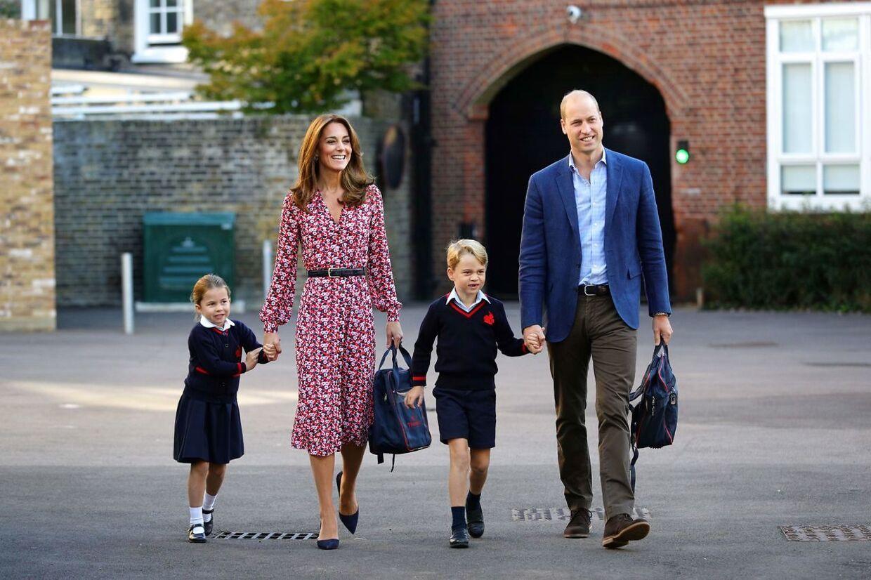 Prins William og hertuginde Kate har tre børn. Her med de to ældste, prins George og prinsesse Charlotte.