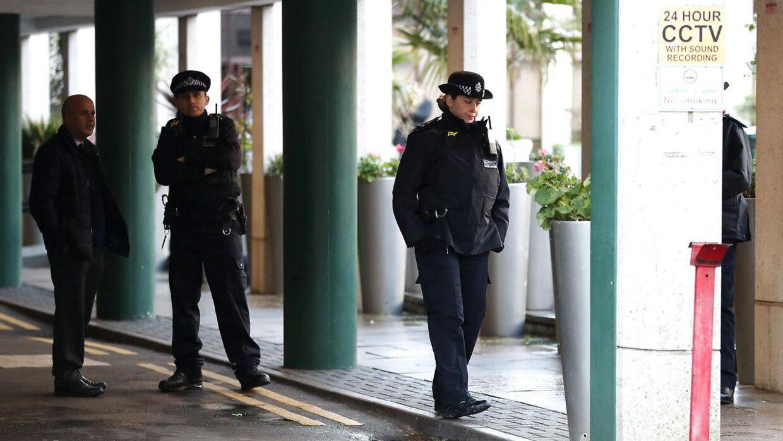 Politiet er massivt til stede ved London Central Mosque, hvor knivstikkeriet fandt sted.