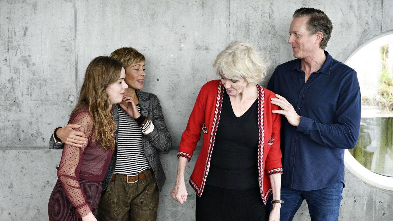 Her ses de fire skuespillere Laura Kjær, Laura Drasbæk, Lisbet Lundquist og Peter Mygind, der spiller familien, som serien 'Sommerdahl drejer sig om.
