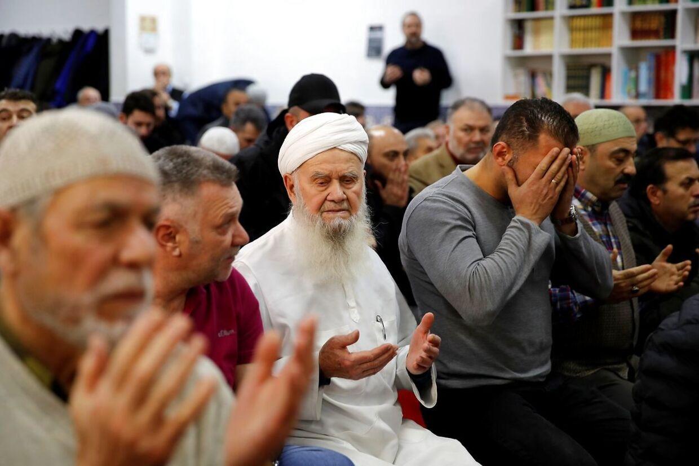 Muslimer beder i Ditib Moschee i Hanau nær Frankfurt.