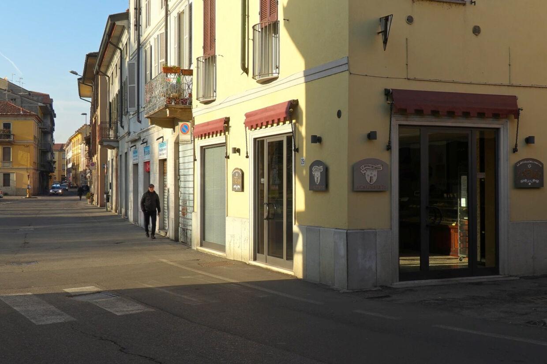 Gaderne ligger nærmest øde hen i den italienske by Codogno i det nordlige Italien, efter at myndighederne har bedt folk holde sig indendøre som følge af flere bekræftede tilfælde af coronavirus. Reuters Tv/Reuters