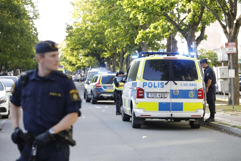 Sverige har i flere år haft problemer med bandekriminalitet knyttet til indvandrermiljøer. Nu vækker en ny form for kriminalitet, hvor indvandrere ydmyger etniske svenskere i forbindelse med røverier, harme.