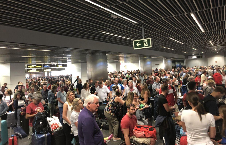 Mange ventede forgæves på information i flere timer i lufthavnen.
