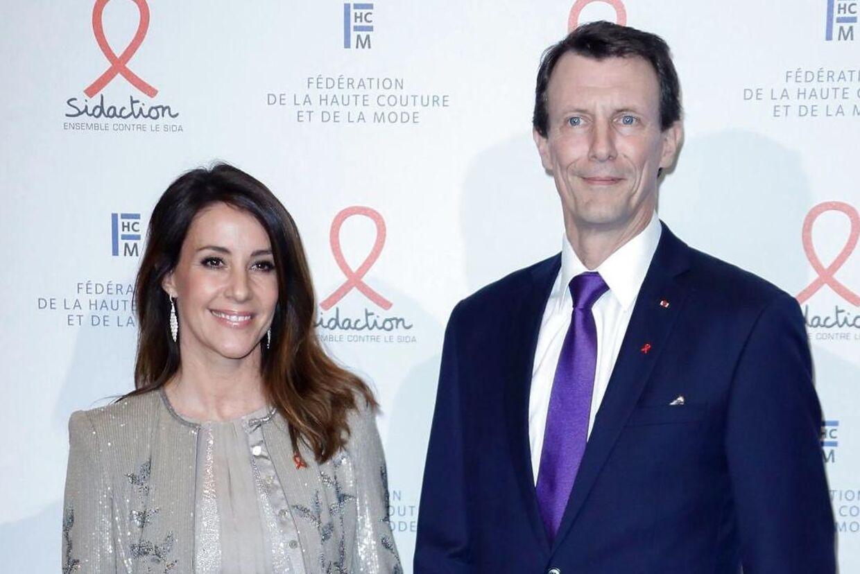 Prinsesse Marie har efterladt prins Joachim og parrets to børn i Paris, mens hun sammen med Folkekirkens Nødhjælp og udvalgte medier er taget til Uganda.