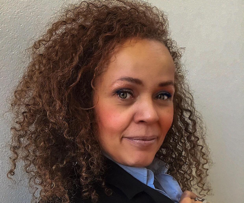 Karina Lindboe Wind er vred og ulykkelig over at se sin søn være blevet overfaldet i byen. Hun mener, at der mangler mere fokus på vold mod unge i nattelivet.