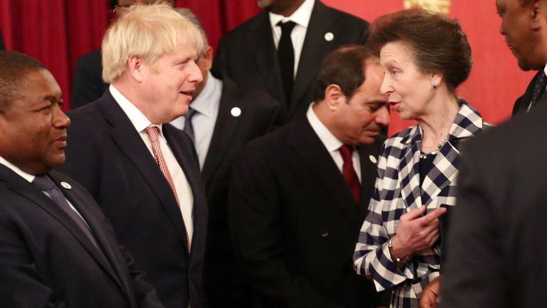 Prinsesse Anne med premierminister Boris Johnson, hvis familie ejer grunden, som drabet fandt sted på.