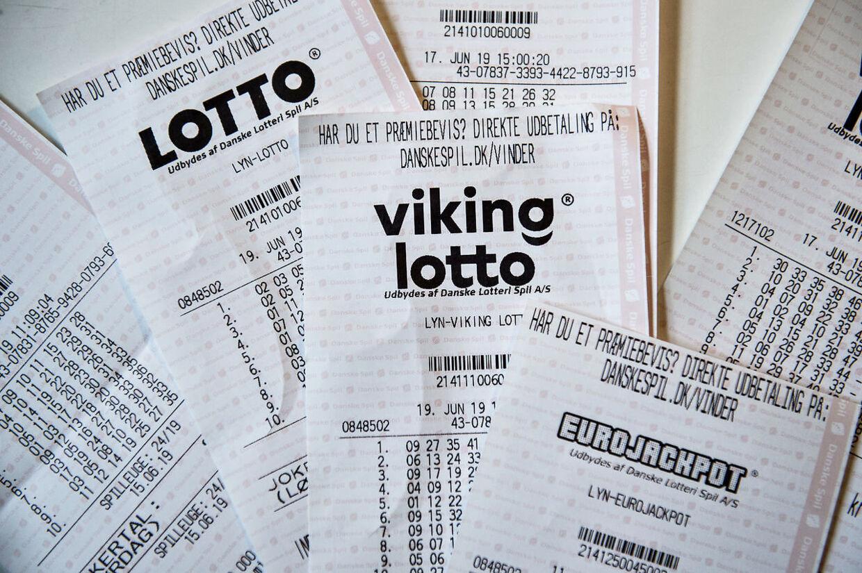 Lotto kuponer, med blandt andet en Viking Lotto kupon.