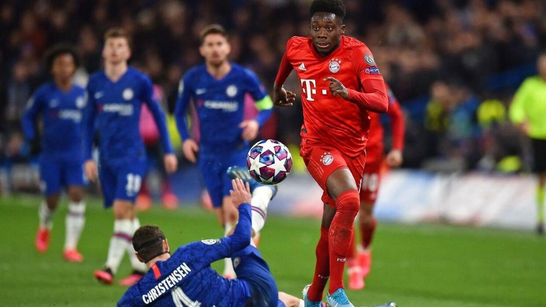 Andreas Christensen rundes kort inden, at Bayern scorer til 0-3.